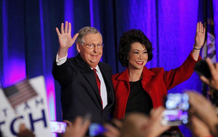 Senator Mitch McConnell viert zijn overwinning in Kentucky. Beeld reuters