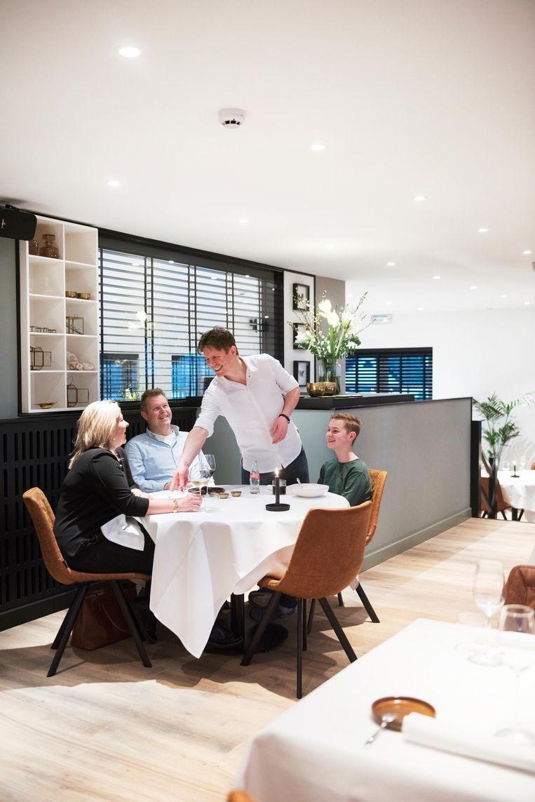 Chef Thomas van Santvoort in restaurant Flicka Beeld Els Zweerink