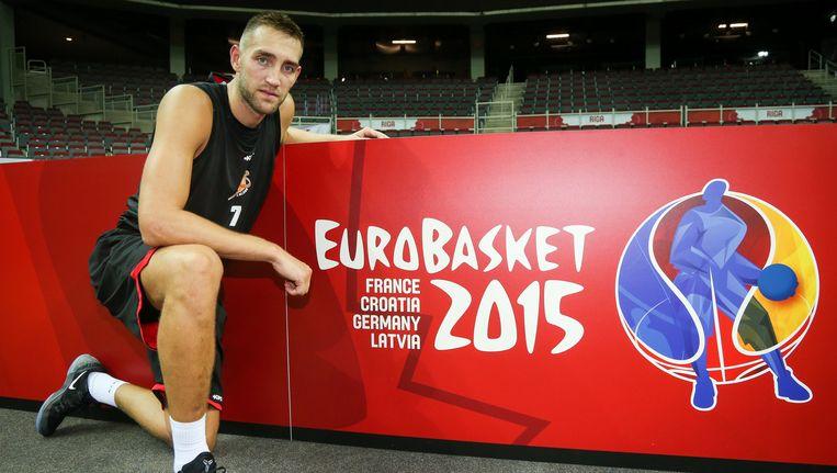 Axel Hervelle poseert bij een reclamebord voor het EK 2015, dat zaterdag van start gaat. Beeld BELGA