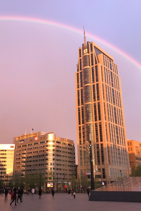 Wauw! Rotterdam smult van dubbele regenboog