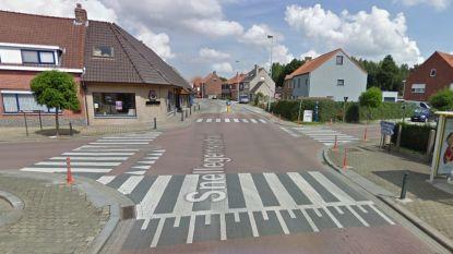 Motorrijder aangereden door wagen op kruispunt