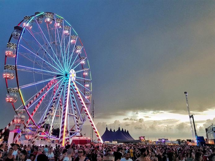 Vorige week was het weer ook dreigend tijdens een aantal festivals, zoals hier bij Intents in Oisterwijk.