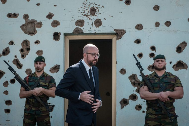 Premier Michel op de plek in Kigali waar tien Belgische militairen sneuvelden tijdens de genocide.  Beeld AFP