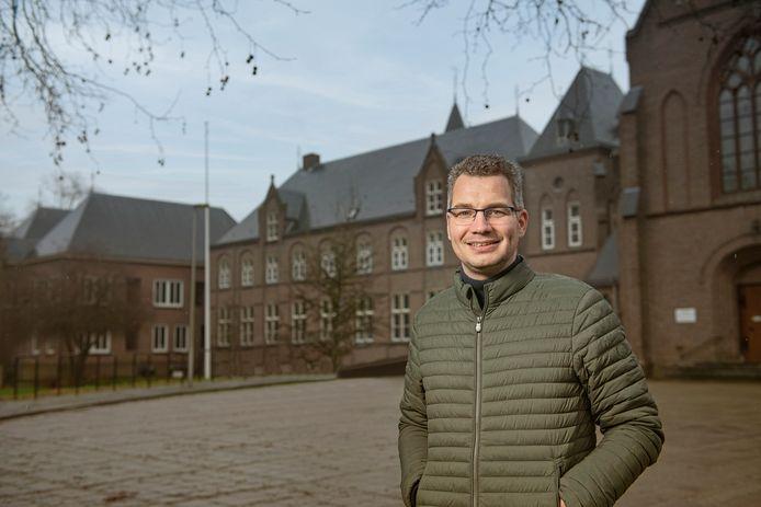 Bjorn Letteboer is opgelucht dat voldoende inwoners uiteindelijk toch voor glasvezel hebben gekozen.