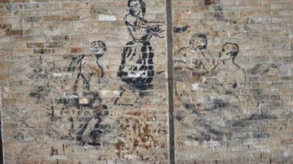Specialisten nemen muurschilderingen van krijgsgevangenen in Vloethemveld onder handen