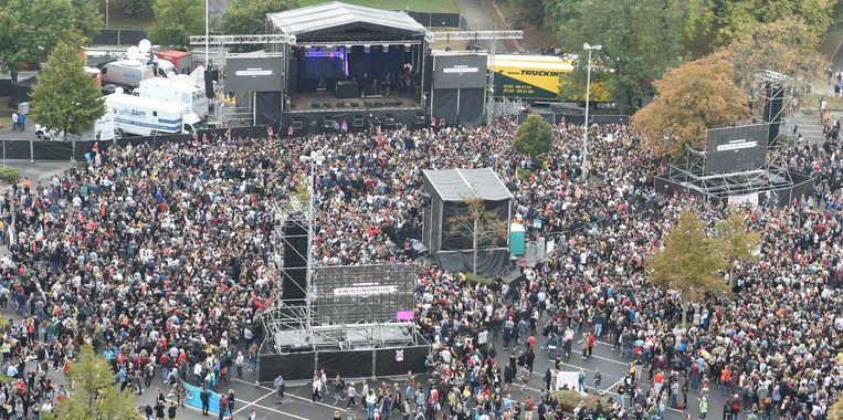 Het 'concert tegen rechts' in Chemnitz. Beeld Sebastian Kahnert/dpa