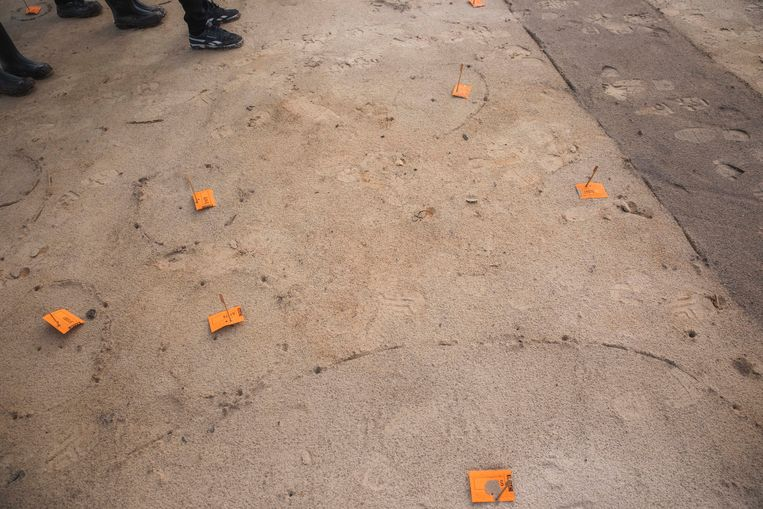 Onder de oranje kaartjes schuilen sporen.