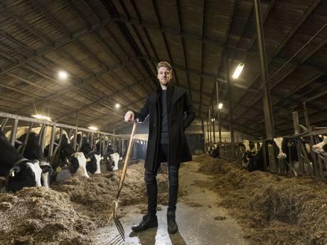 Profvoetballer (23) uit Twente geeft droom op en wordt boer