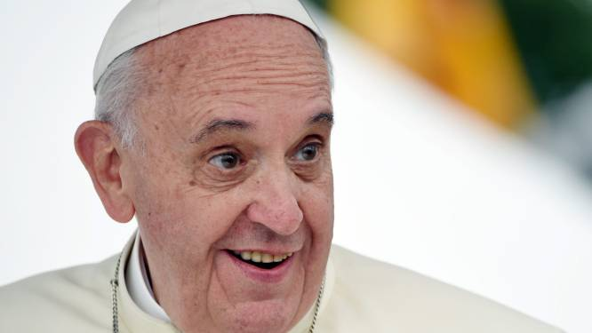Paus installeert douches voor daklozen