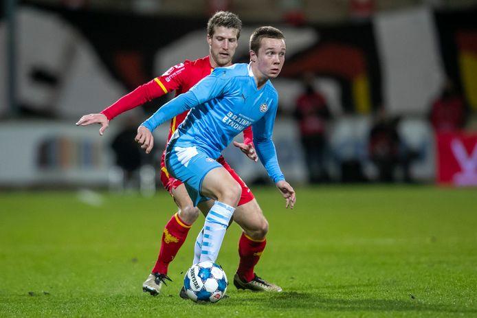 Mathias Kjølø in duel met Wout Droste