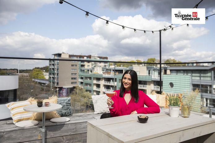 Claudia Guarraci op het dakterras van Roots Bar in Genk.