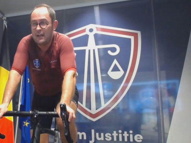 """Gevangenen fietsen tegen minister van Justitie: """"Wie wint krijgt absolute vrijheid"""""""