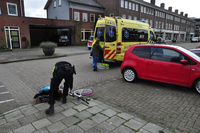 Meisje gewond na aanrijding in Waalwijk.