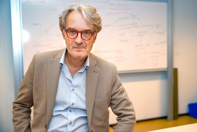 Ton van Haperen, economiedocent op het Rythovius College in Eersel.