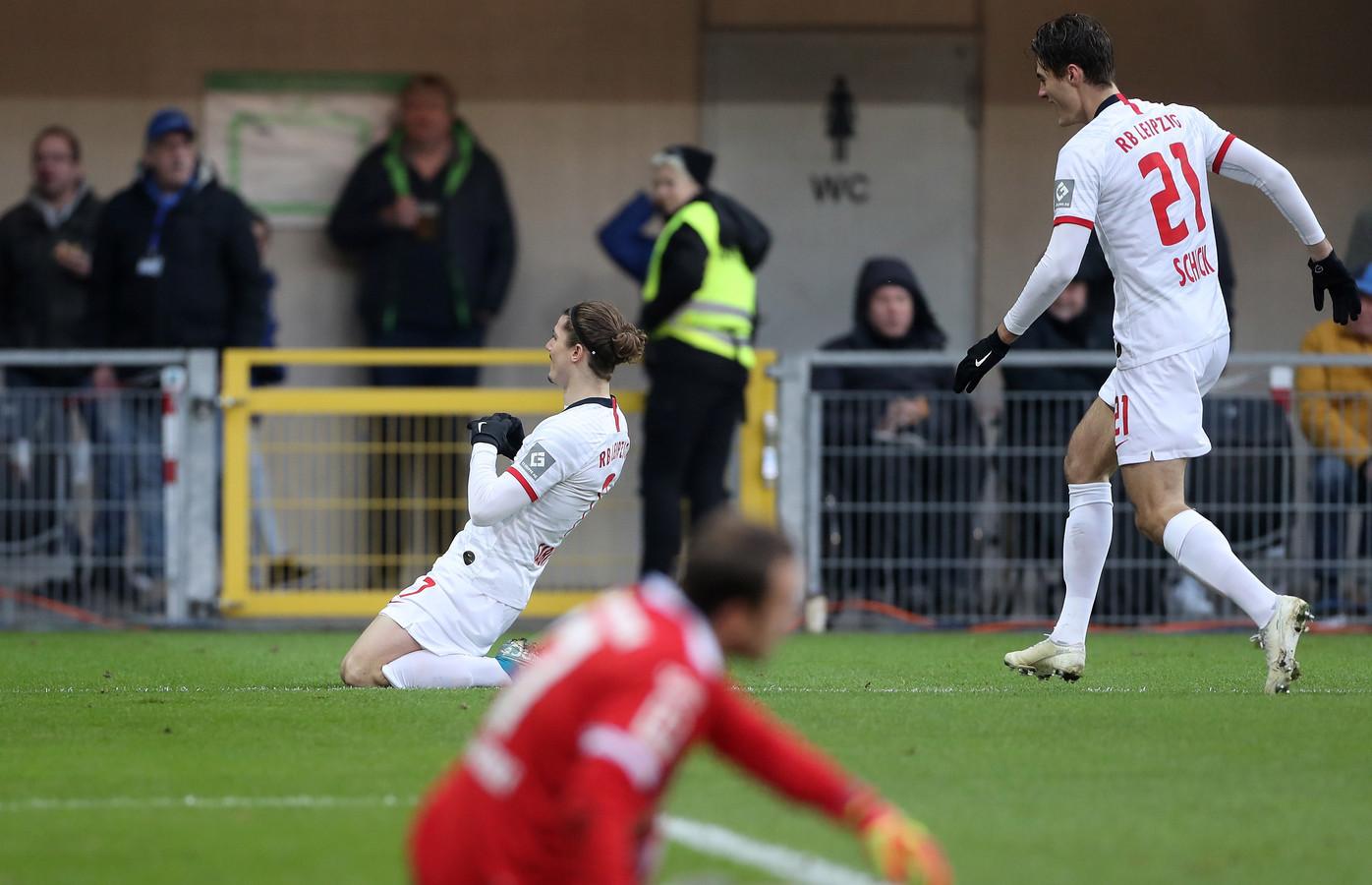 Marcel Sabitzer en Patrik Schick vieren de 0-2.