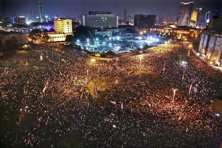 Het Tahrirplein in Caïro is gevuld met feestvierders voor de inauguratie van de nieuwe president. In de menigte werden tientallen vrouwen aangerand. Beeld ap