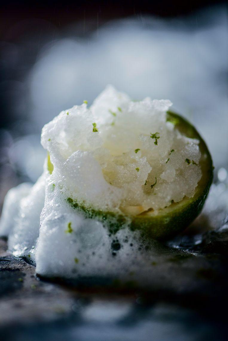 De frozen margarita-mezcal van de The blend brothers is een smaakbom door de toevoeging van 'zeewaterschuim'.  Beeld Kris Vlegels