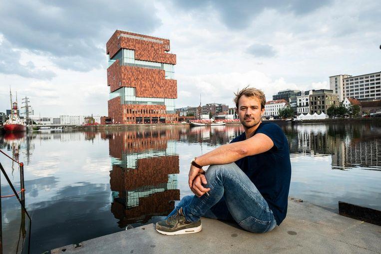 Nu de kwaliteit van het water beter is, heeft Maarten Bral weer hoop dat zwemmen in de stadsdokken mogelijk wordt.