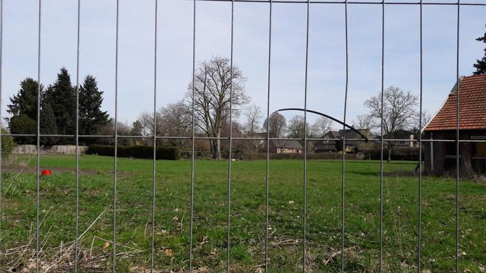 In Vierlingsbeek koopt de gemeente Boxmeer grond om een mini-wijk meer ruimte te geven.