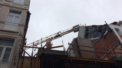 Torenkraan begint rond te tollen door stormwind in Blankenberge: situatie is onder controle