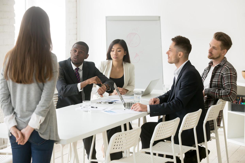 Ook op de vergadering van stockfotomodellen hadden ze last van laatkomers Beeld Shutterstock