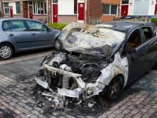 Geparkeerde wagen gaat in vlammen op bij autobrand in Papendrecht