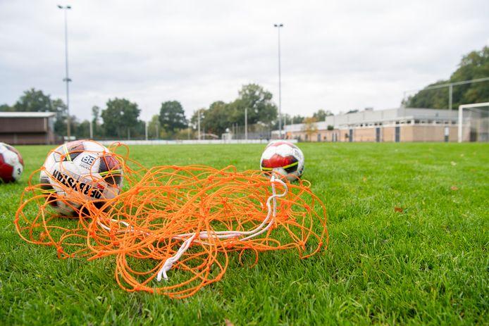 Door corona is het al stil op de velden, maar het afschaffen van de jaarlijkse jeugdsportsubsidie maakt het er niet drukker op.