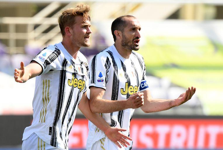 Matthijs de Ligt met leermeester Giorgio Chiellini, het hart van de defensie bij Juventus. Beeld Reuters