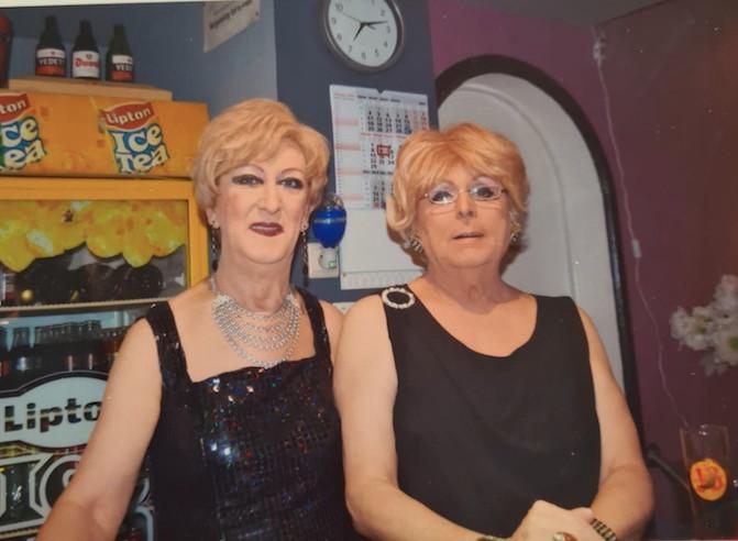 Carmen Speeckaert (rechts) trad jarenlang samen op met Eddy Vander Beke, beter bekend onder de artiestennaam Dorothee Bentley.