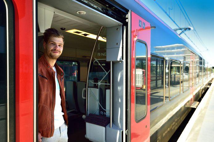 Station Gouda is leeg tijdens de ochtendspits. Verslaggever Marc van Velzen pakt de trein naar Alphen.