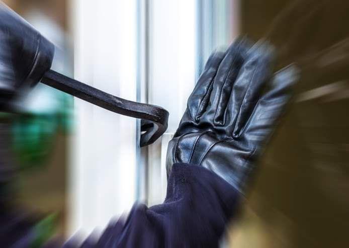 Inbrekers slaan hun slag, nu de wintertijd is ingegaan, ervaart de politie Almelo.