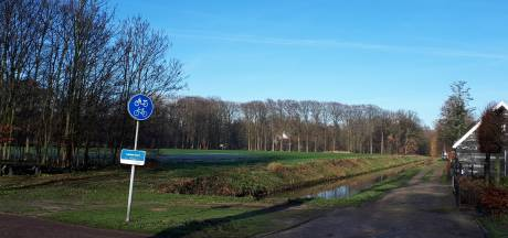 Bewoners Het Hof Nieuwkuijk tegen bouw villa's op Landgoed Steenenburg