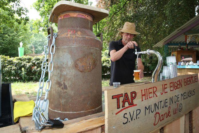 Eigen biertje tappen op Manana Manana festival.