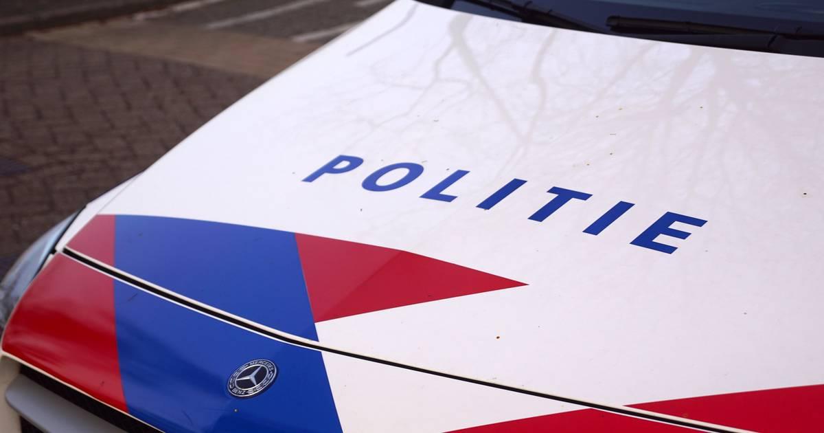 Twee tienermeisjes gewond na botsing met caravan in Holten.