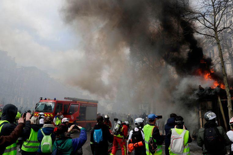 Er werd ook al melding gemaakt van brandstichting in een bank, vernielingen in de Disney Store en andere winkels of restaurants.  Beeld AFP
