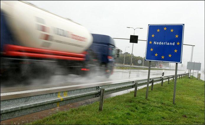 Wonen in Nederland, werken in België, of andersom? Wie daar vragen over heeft kan onder meer terecht bij het GrensInfoPunt Brabantse Wal in Bergen op Zoom. Het Rijk neemt de financiering van zulke loketten deels over van de EU.