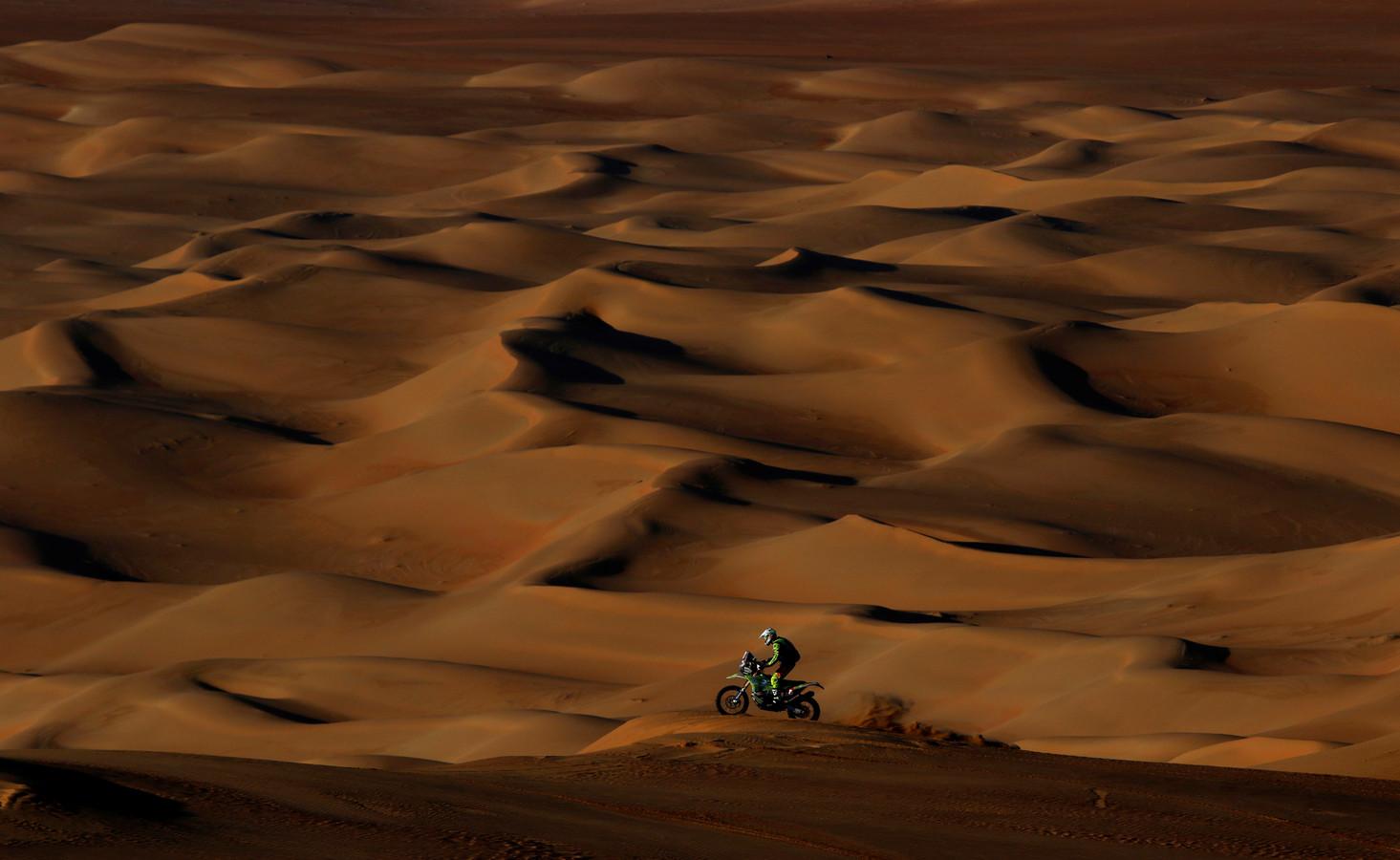 Edwin Straver in de duinen in Saoedi-Arabië.
