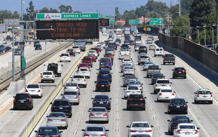Een file op een snelweg in Californië.
