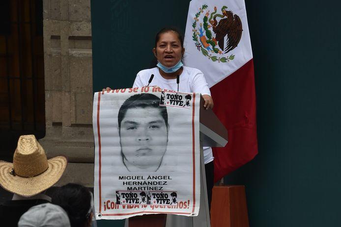 Maria Martinez, de moeder van Miguel Angel Hernandez Martinez die op 26 september 2014 vermist raakte samen met 42 medestudenten.