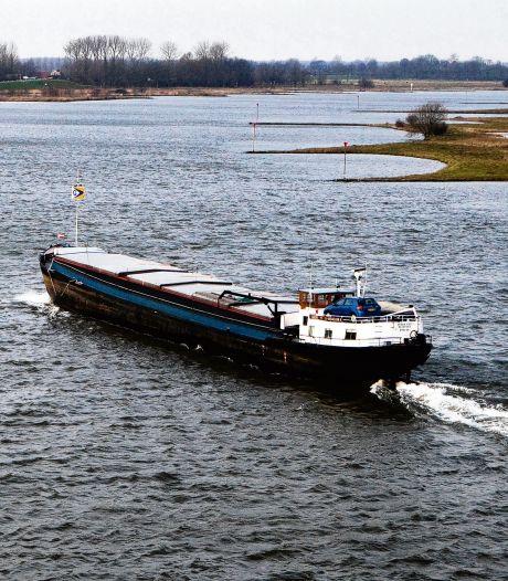 Meer 'neuzen' langs de Lek tegen stank door schepen