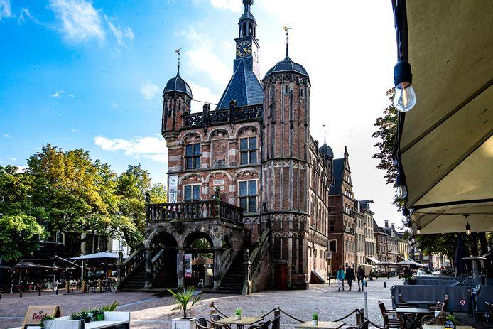 De Waag uit 1531, niet te missen in het hart van Deventer aan de Brink.