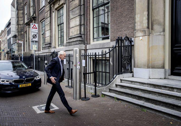 Informateur Johan Remkes komt aan bij het Logement.  Beeld ANP