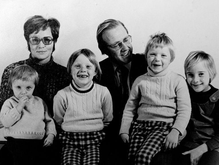 Bianca Krijgsman (links), met ouders en van links naar rechts haar zussen Katinka, Erica en Jessica.  Beeld rv