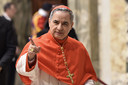 Kardinaal Angelo Becciu, voorheen stafchef van het Vaticaanse staatssecretariaat, is de hoogstgeplaatste persoon in het Vaticaan die terechtstaat.