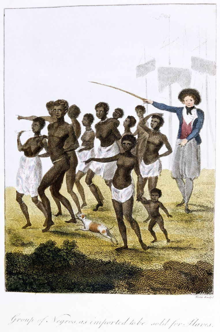 Een tekening uit eind 18de eeuw toont tot slaaf gemaakten die arriveren in Suriname.    Beeld Getty Images