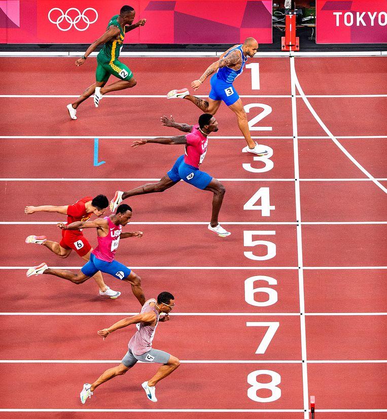 Lamont Marcell Jacobs wint het koningsnummer op de Olympische Spelen. Het zilver gaat naar de Amerikaan Fred Kerley en het brons naar de Canadees Andre De Grasse . Beeld Klaas Jan van der Weij / de Volkskrant
