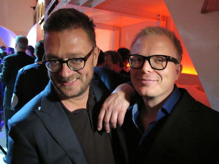 Echte Jannen houden van brillen en billen: Jan Heemskerk (l., hoofdredacteur Playboy) en Jan Roos (verslaggever Powned). <br /> Beeld