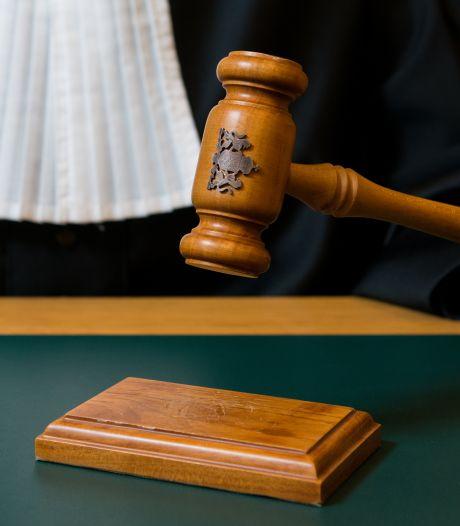 Ali M. (71) anderhalf jaar de cel in nadat hij zijn vrouw sloeg met een bijl