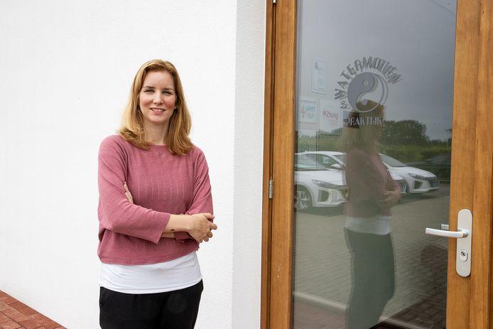 Sabine Kuijpers in haar nieuwe yogastudio