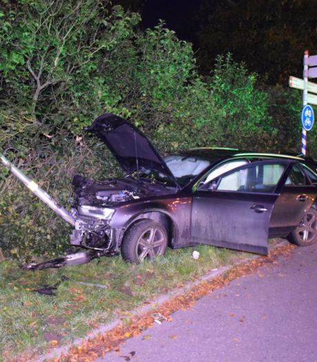 Twee bestuurders gewond bij ongeluk op Rijksweg in Malden, bijrijders komen met de schrik vrij
